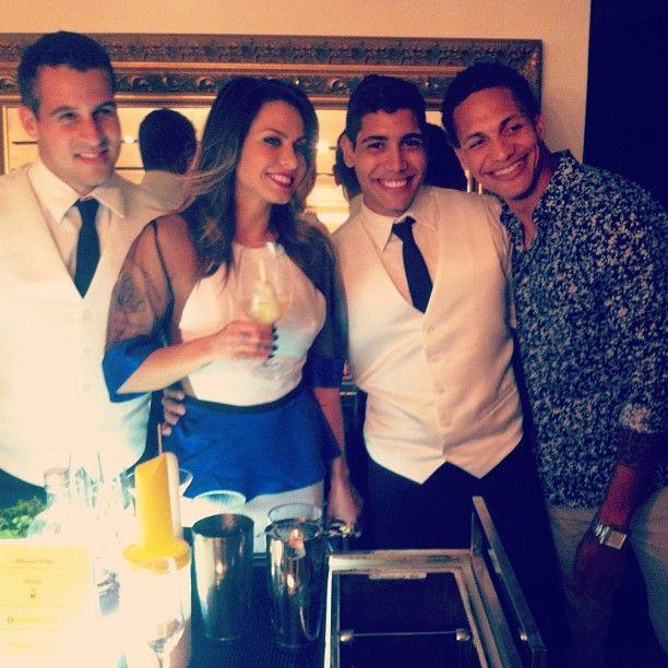 """""""Pq não é sempre que temos @alinne_rosa apreciando nossos drinks..rs #conceptbar #bartender #drinks #mesckla #garotasestupidas #wagnerkallieno #ocharmedafesta #primaveraverao2013"""" Photo taken by @concept_bar on Instagram, pinned via the InstaPin iOS App! http://www.instapinapp.com (08/16/2013)"""
