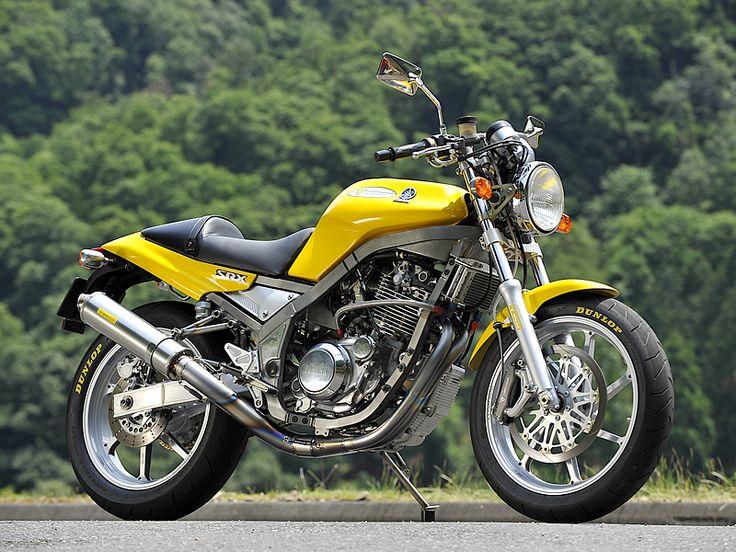 YAMAHA SRX-600. Nice Exhausts, rims and front brake!!