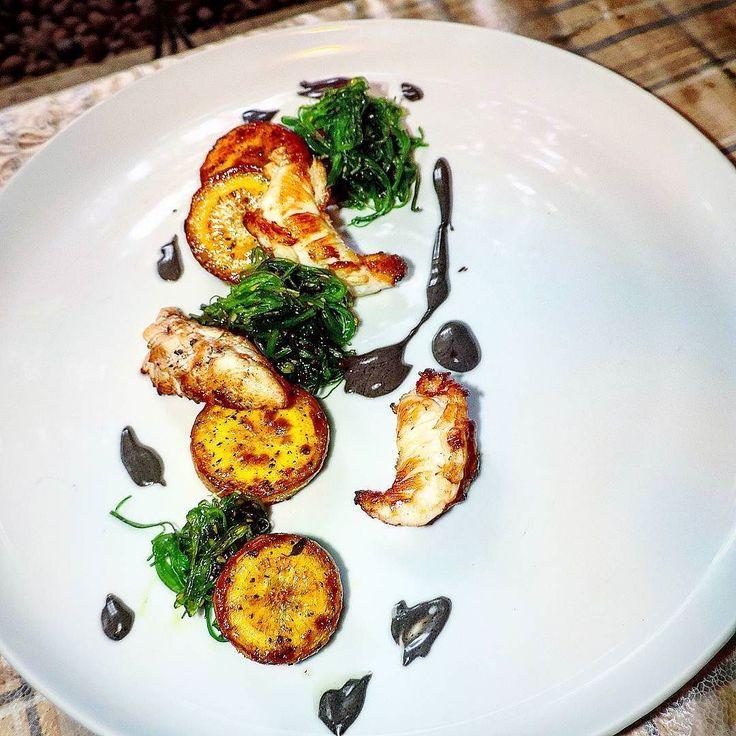 Cauda de Lagosta mandioquinha defumada maionese de tinta de lula e alga marinha. #theartofplating #truecooks #gastroart #foodstarz #chefstalk #chefsroll #chefsofinstagram by hoffmann_bruno