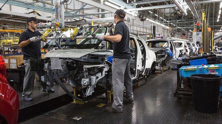 Завод Nissan начал работать в половину мощности...