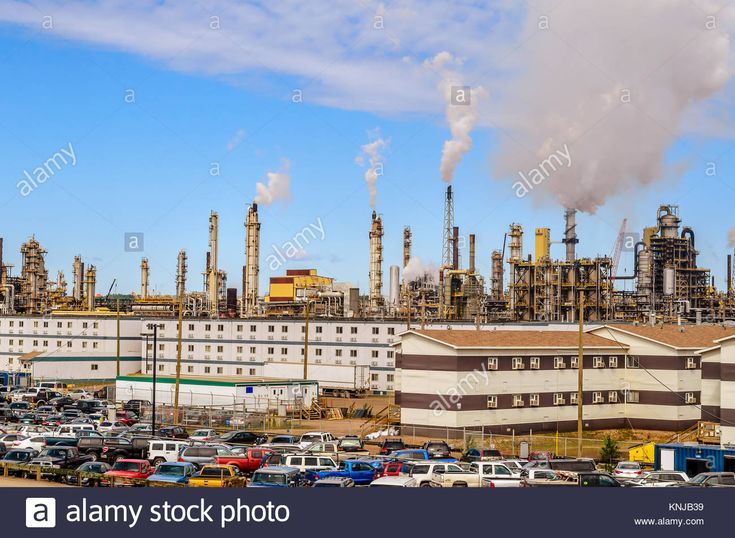 producers of synthetic crude oil from oil sands and the largest single source producer in Canada. It is located just outside Fort McMurray in the Atha Stock Photo