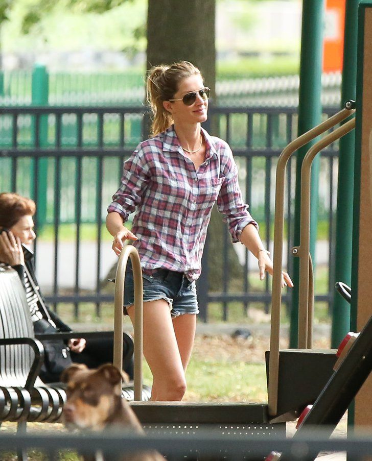 Pin for Later: Gisele Bündchen Might Be the Hottest Mom in Boston