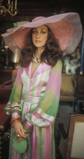 The lovely Marisa Berenson, I would so look great in that! Hat and all!