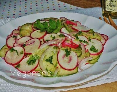 Salada de Pepinos com Rabanete e Cebola Roxa