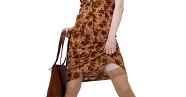 Cómo averiguar si los números de tu bolsos Coach son reales. Coach fue fundada como una compañía familiar en Manhattan en 1941. La compañía fabrica artículos de fina piel como bolsos de mano, maletas, carteras y portafolios. La marca también vende lentes, mascadas, joyas, relojes, calzado y fragancias. La popularidad de los bolsos ha provocado que sea presa fácil de las imitaciones. Pero las falsificaciones ...