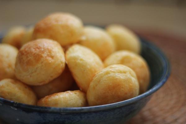 Aprenda a preparar pão de minuto com farinha de arroz com esta excelente e fácil receita.  O pão de minuto é um tipo de pão que fica pronto muito rapidamente, sendo...
