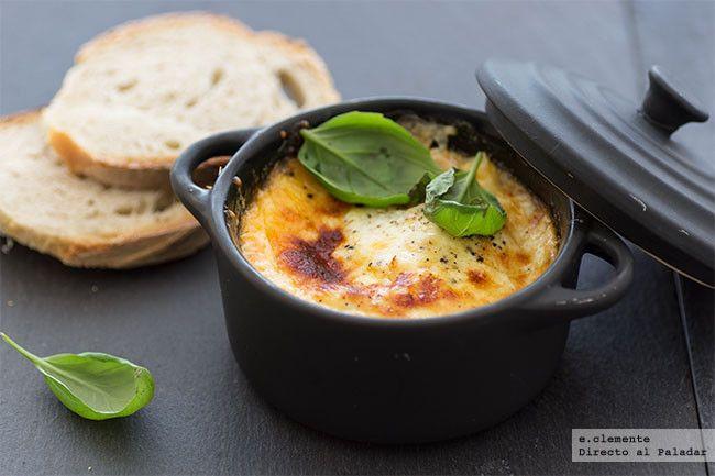 Huevos al horno a los dos quesos