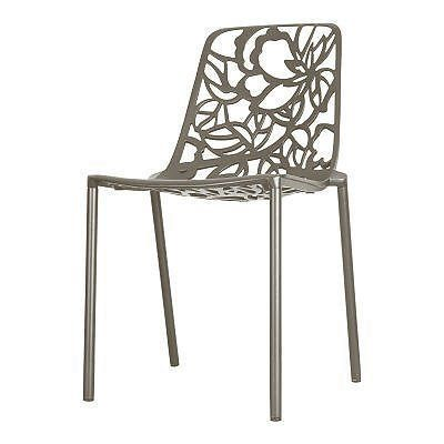 Deze heerlijke lichtgewicht Cast Magnolia stoel is een echte blikvanger met organische vormen. Gegoten uit aluminium en voorzien van een mooie poedercoating.