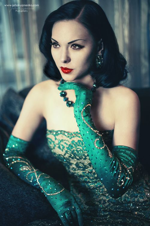 Fashion, Retro Hair, Emeralds Green, Vintage Lace, Pin Curls, Pinup, The Dresses, Pin Up Girls, Green Dresses