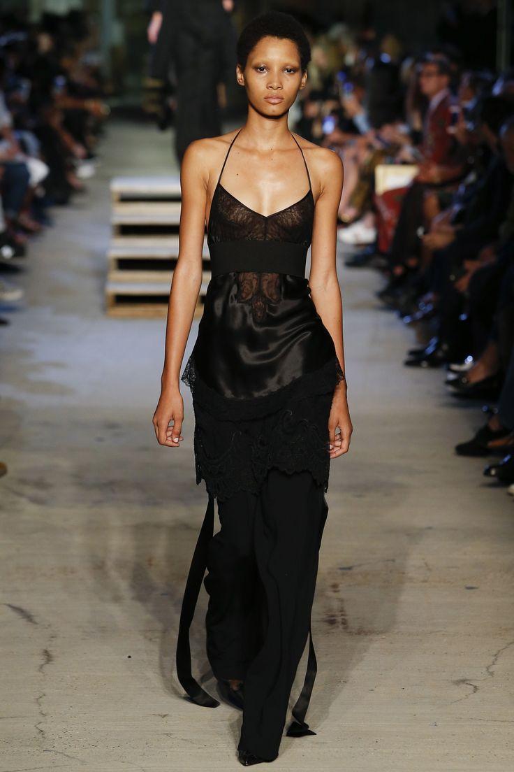 Givenchy Spring 2016 Ready-to-Wear Fashion Show - Lineisy Montero
