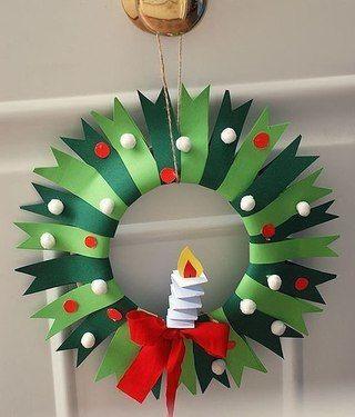 НОВОГОДНИЙ ВЕНОК ИЗ БУМАГИ Красивый новогодний венок можно сделать своими руками из одноразовой картонной тарелки и цветной бумаги.