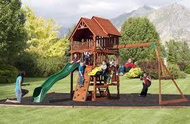 Plac zabaw z dziećmi