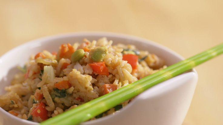 Riz « frit » à l'asiatique | Cuisine futée, parents pressés utiliser du riz de 2 jours car il est plus sec et absorbe mieux la sauce.
