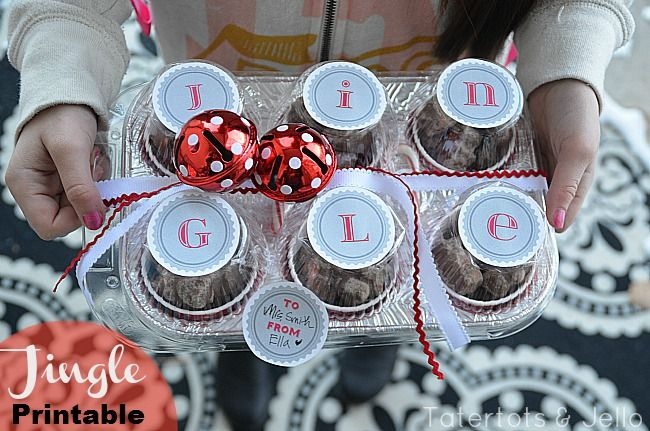Holiday Treats Container with  free printable - use a disposable cupcake pan