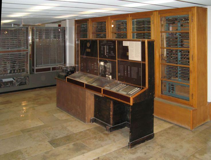 Lo Z4 di Konrad Zuse fu il primo calcolatore elettro meccanico commerciale al mondo e in grado di eseguire 2 operazioni alla volta.