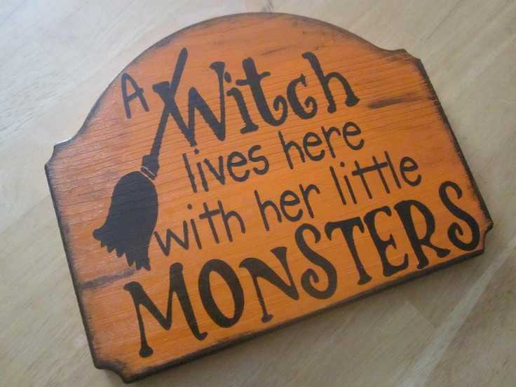 I want this!!! lolThe Doors, Cute Halloween, Wood Signs, Front Doors, Doors Signs, Little Monsters, Halloween Doors, Witches Living, Halloween Signs