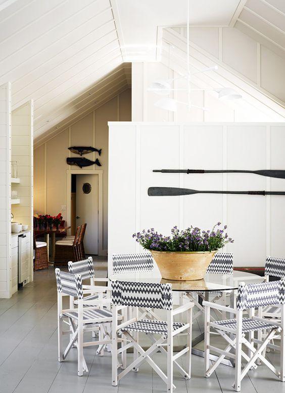 Hoje as vigas não ficam mais escondidas embaixo de forros de gesso, são expostas e valorizadas na arquitetura e na decoração.   Confira alg...