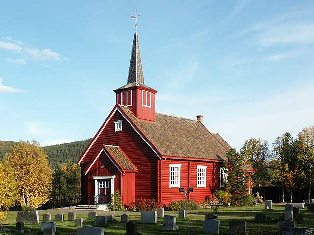 The Dalen church was built from notched logs in 1933. It stands on an altitude of 760 meters in Folldal, about halfway between the Foldal administrative center and Hjerkin.