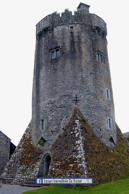 Castelul Newtown este o casă de turnuri din secolul al XVI-lea, situată aproape de satul Ballyvaughan, în zona Burren a județului Clare, Irlanda. Unic pentru o casă tip turn în Irlanda, castelul Newtown este rotund, dar se ridică dintr-o bază piramidală pătrată. Astăzi face parte din Colegiul de Arte Burren.  Like & Share daca va place.