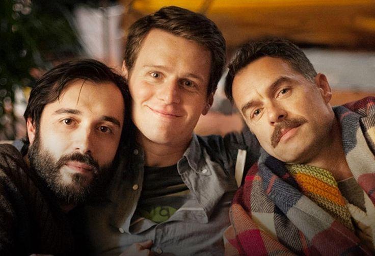 12 séries com temática gay que você precisa assistir        Sense 8            Oito pessoas, de diferentes países, estão emocional...