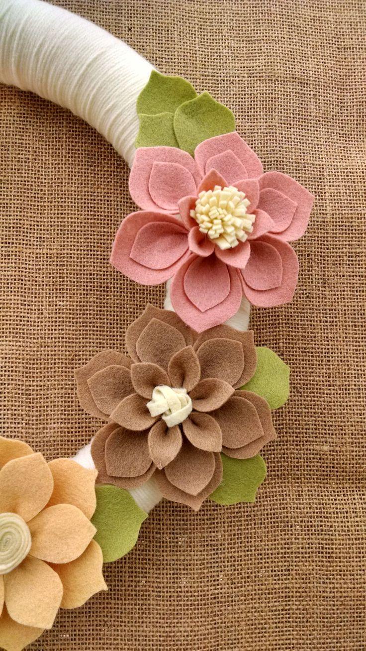 Neutral fieltro guirnalda de la flor guirnalda de por madymae                                                                                                                                                                                 Más