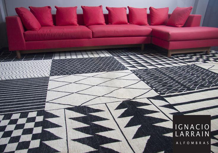 Esta alfombra afgana fue producida sacando la idea del diseño de distintas alfombras. Como resultado nos dio una gran alfombra contemporánea! También puedes encontrar el diseño de cada cuadrado en alfombras individuales ¡Ven a verlas!