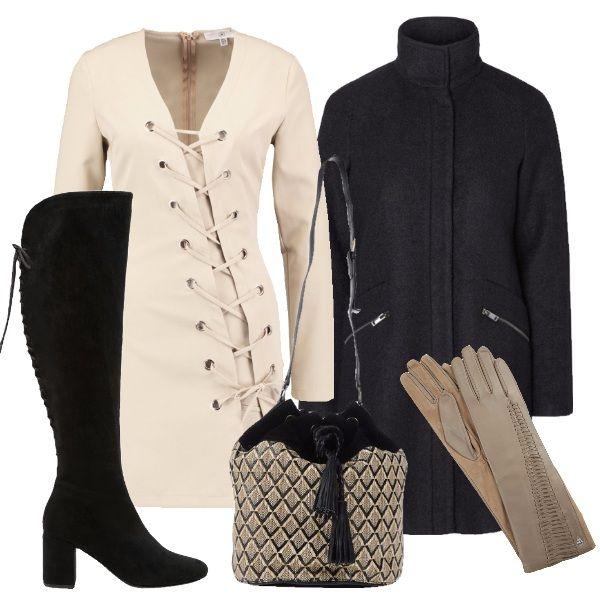 Il vestito, gli stivali e i guanti di questo outfit hanno una carattestica in comune: i lacci. Completano l'outfit un cappotto con collo alla coreana e un secchiello beige e nero.