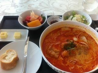 fusion cuisine in Singapore:  Laksa (ラクサ)というローカルフード。中華もインドもマレー系もエスニックもインターナショナルな食文化です