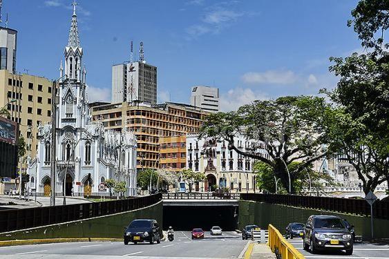 Bulevar del Río, el espacio público más grande de #Cali #Colombia