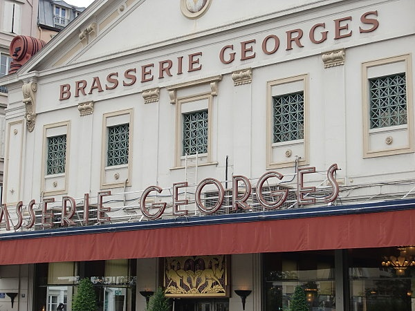 Brasserie Georges - Lyon. Oh, Mon Dieu, l'omelette norvégienne ! un  monument de cuisine et d'atmosphère à côté de la gare de Perrache.