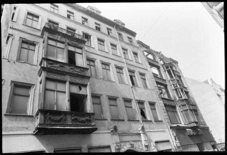 Leipzig, Erker am Gebäude zum Webers Hof 15.8.1991, rechts das Narva-Haus