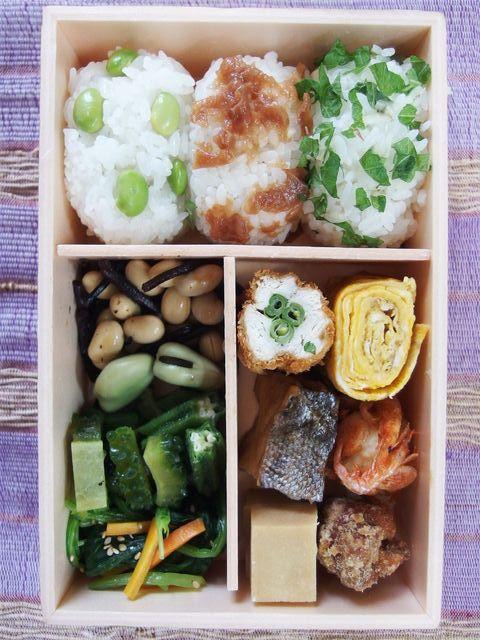 posted from @Teruteru Ohnishi お昼~ ヽ(・8・)ノ 今日はお弁当コンテスト用に試作 おにぎり3種 ささみカツ タラの西京漬け
