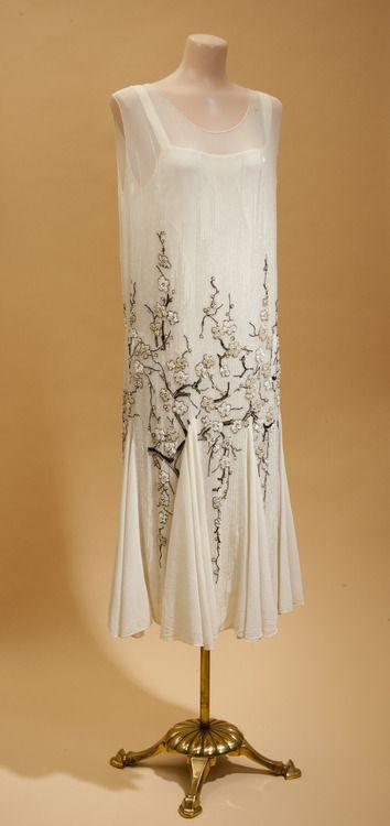 1926-1929 vestido de la gasa para la cena con abalorios de flor de cerezo.