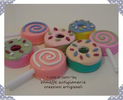 sweets magnets made from bottle caps - calamite di dolci fatte da tappi di plastica