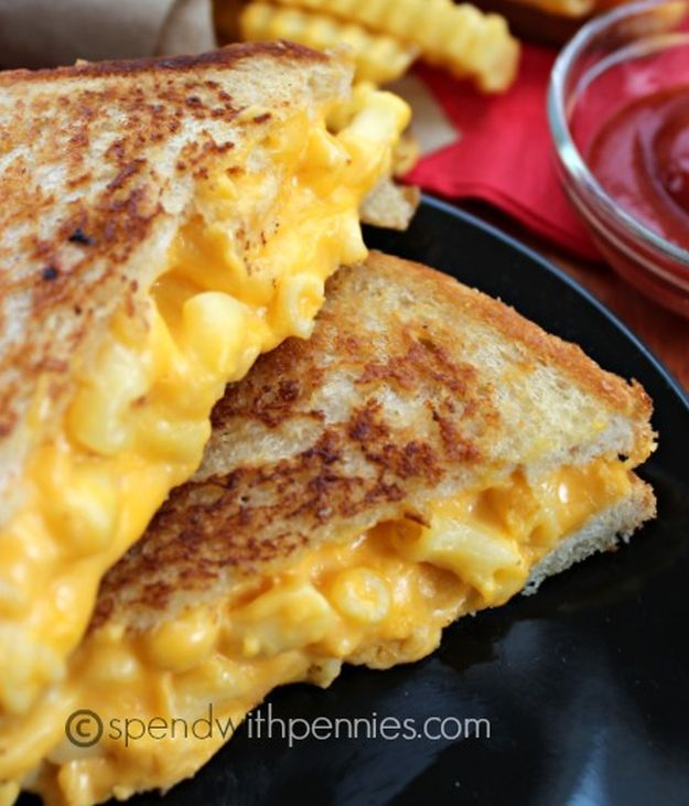 Grilled Mac & Cheese Sandwich | Level Up Your Ordinary Breakfast with these 14 Easy And Super Creamy Mac And Cheese Recipes by Homemade Recipes at http://homemaderecipes.com/14-impressive-mac-and-cheese-recipes/