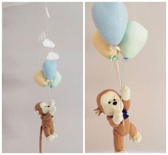 Móbile Macaquinho com balões by Atelier La Mar  Com cores alegres e fresh, nosso móbile trará o despojamento e alegria de um dia de sol, para o quarto ou festa dos pequeninos.   Nosso móbile, é um produto versátil. Pode ser utilizado no teto, trazendo beleza e encanto ao ambiente, sem gerar riscos aos pequeninos.   O nome do bebê pode ser colocado em uma das nuvens.   Não podemos esquecer que ele ainda pode ser utilizado na decoração de seu chá de bebê ou festinha.