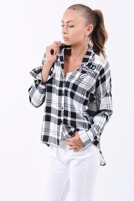 Detayları Göster Siyah Şerit Desen Armalı Beyaz Gömlek