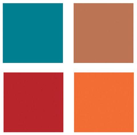 A pintura azul, os falsos tijolos e os toques de vermelho e laranja formam a paleta marcante e alegre. Para evitar que a mescla intensa pese, se fazem presentes piso cinza-claro, teto branco e farta luz natural.