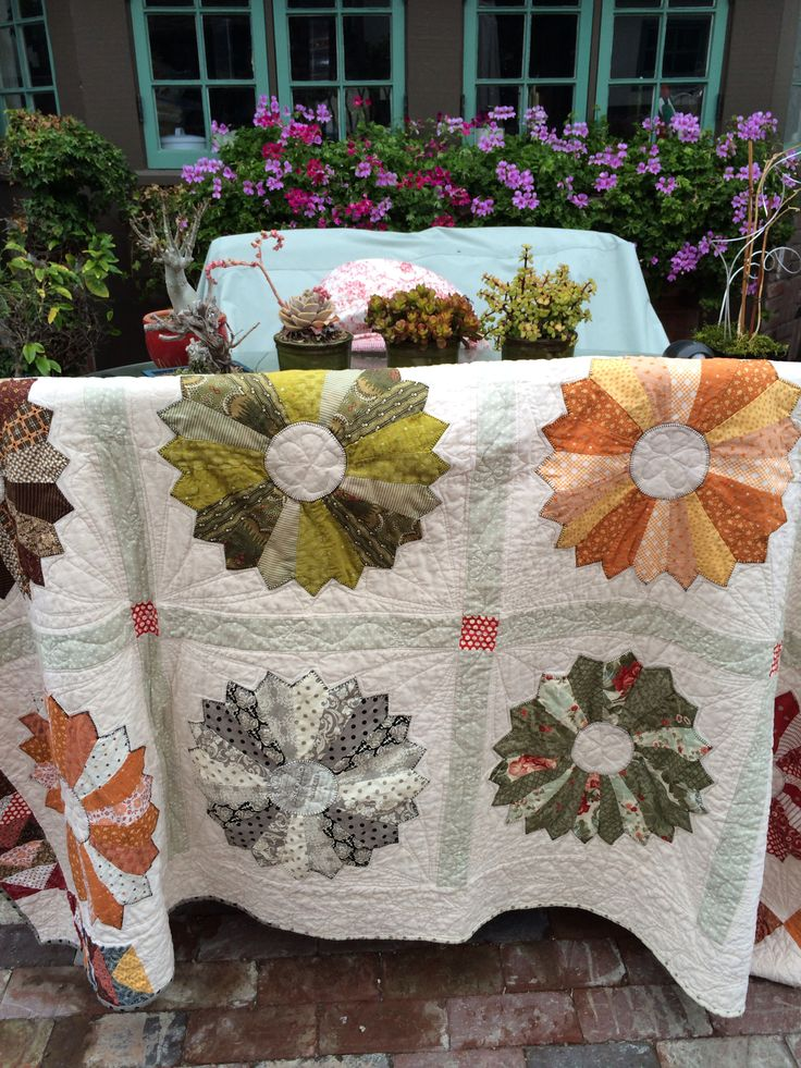 My Dresden plate done after watching Eleanor Burns My quilts Pinterest Dresden plate ...