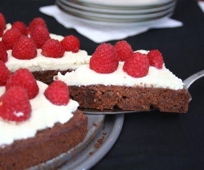 Flourless Chocolate Torte with Mascarpone and Raspberries #glutenfree #grainfree