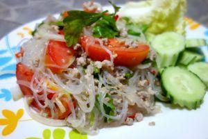 Yum woon sen - Salát ze skleněných nudlí a mletého masa - Thajsko - Exotické recepty — Authentic World Food