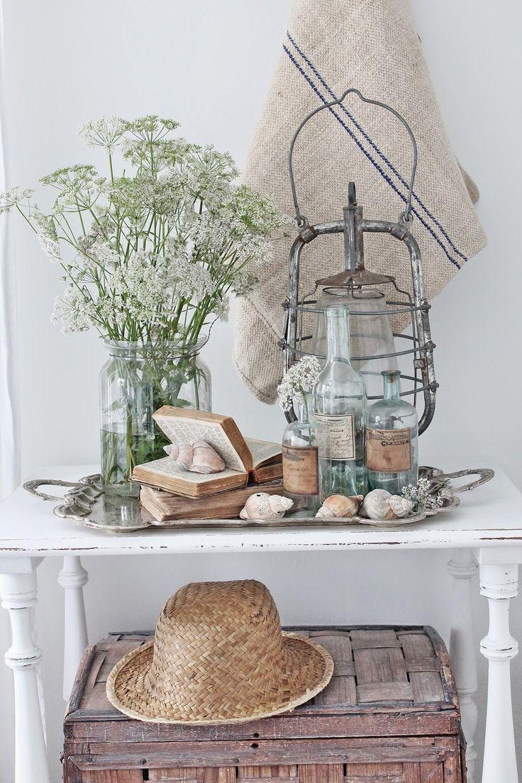 VIBEKE DESIGN: Små gamle skjønnheter nice display of shells and vintage bottles