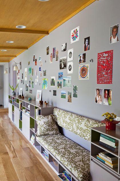 Магнитная стена. Можно еще напечатать несколько семейных фото на больших магнитах - чтобы разбавить маленькие, ну и конечно не забивать всю стену, локально