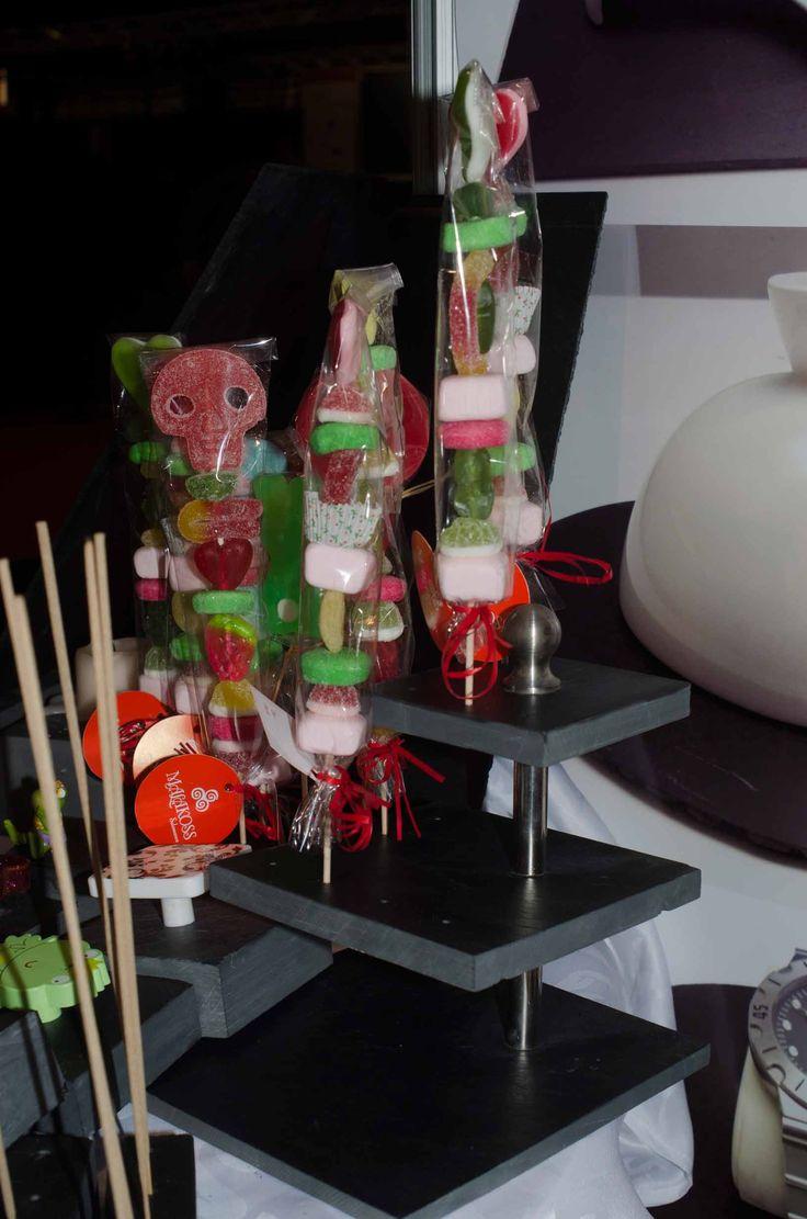 Torre gourmet con orificios para portabrochetas #platos #pizarra #ardoise #slate #decoración #deco #cuisine #interior #food #kitchen #entrantes