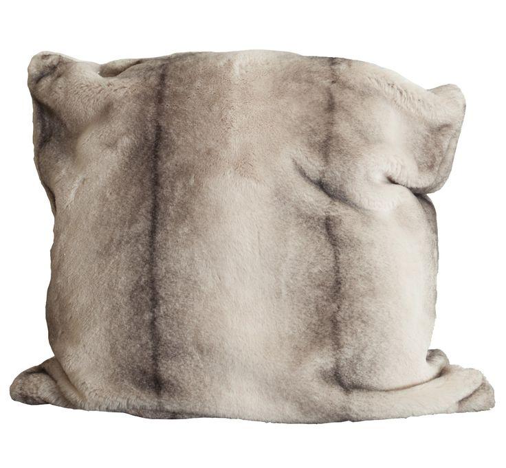 Breng sfeer in je huis door kussens toe te voegen aan je interieur | Rofra Home #kussen #bont #rofrahome
