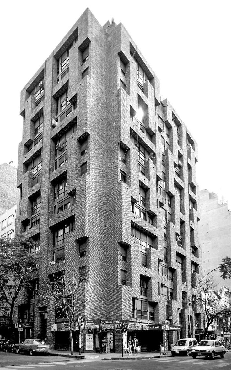 Galería de Clásicos de Arquitectura: La Obra Urbana de Togo Díaz / José Ignacio…