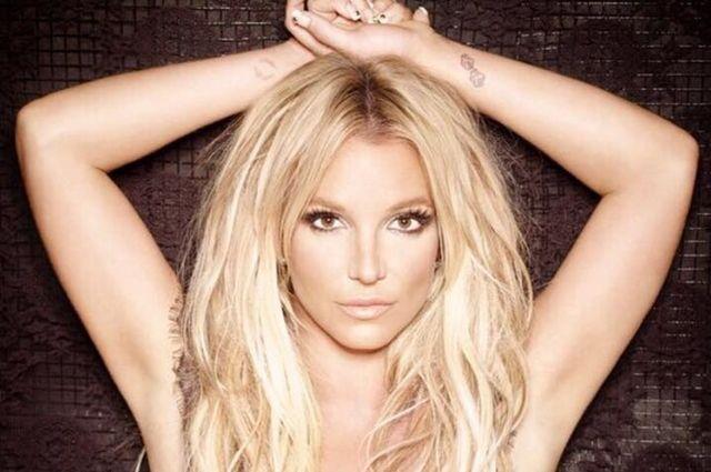 Britney Spears, sexy intr-un nou pictorial - http://www.101zap.com/2016/09/12/britney-spears-flaunt/ - Britney Spears, cea mai populara cantareata a sfarsitului anilor '90 si inceputului anilor 2000 nu pare a fi nostalgica fata de trecut, ea recunoscand cu seninatate intr-un interviu recent ca nu isi asculta propria muzica ci ca priveste spre viitor.      The cover of our September Issue #... - #BritneySpears, #FlauntMagazine, #Interviu