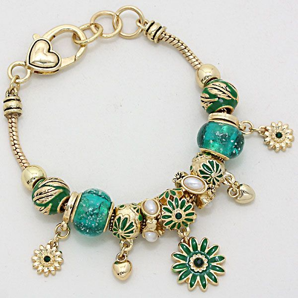 Shasta Daisy Bracelet in Emerald Murano Glass