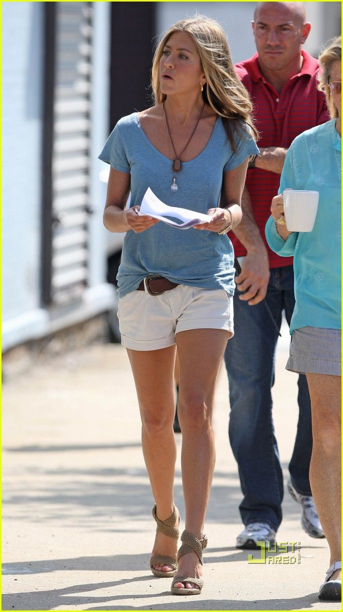 """We love this mix of the tailored shorts with the slouchy """"sweatshirt ...Love Jennifer Aniston style"""