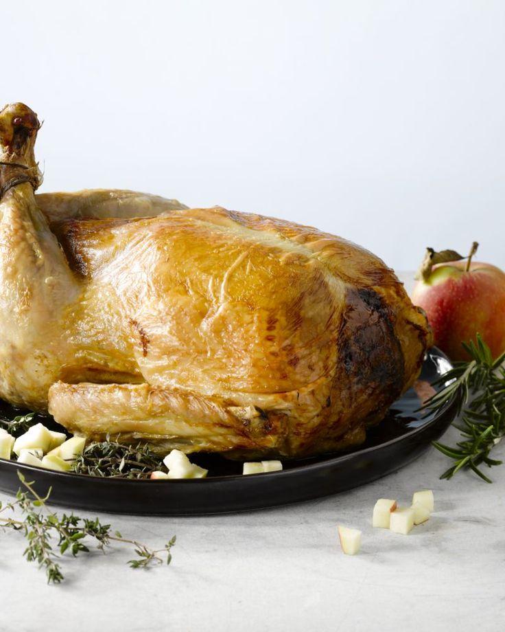 Een gevulde kalkoen is het ideale kerstgerecht. Verras met een vulling met frisse appeltjes en lekkere kruiden. Ontdek ook de juiste bereidingstijd.